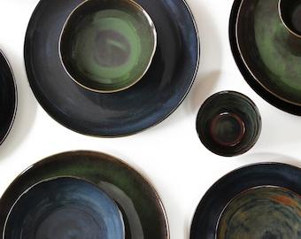 steinzeug teller set gr n schwarz keramik geschirr. Black Bedroom Furniture Sets. Home Design Ideas