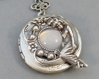 Moonbeam,Vintage Moonstone,Moonstone Necklace,Moonstone Locket,Moon,Vintage Locket,Vintage Stone,Vintage Jewelry, Valleygirldesigns.