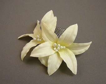 Cream Lilies hair comb, any occasion, wedding, bridesmaid, hairpiece