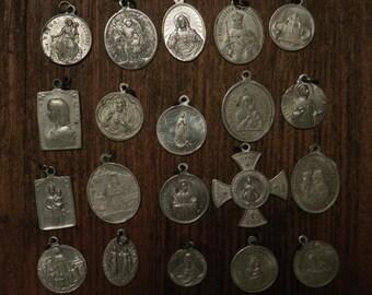 lot of 20 different religious medals in aluminium C