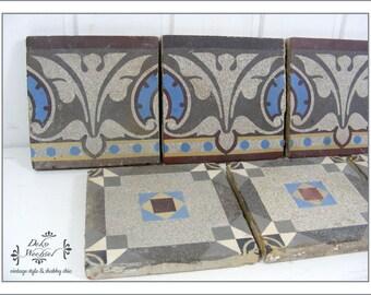 Azulejos antiguos con un patrón floral