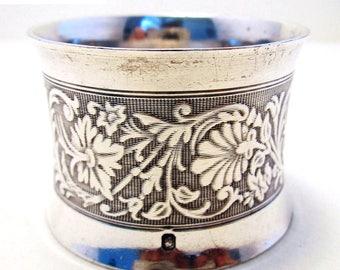 Antique French (c1890) Solid Sterling Silver Hallmarked Serviette NAPKIN RING. Guilloche flowers. 19th-century. Minerva .950