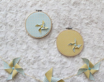 Set of 2 frames windmills in fabric.
