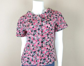 Vintage 1950s Pink, Gray Floral Blouse / Lucite Buttons with Rhinestones / Size 34, S / Summer Wedding Fashion / Flowers / Short Sleeve