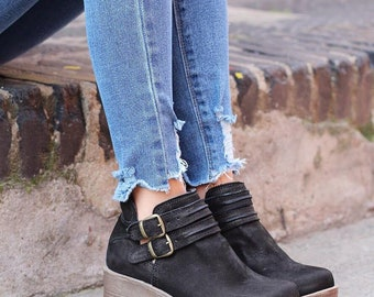 platform shoes, chunky shoes, leather shoes.