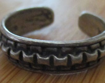 vintage sterling 925 patterned band ring could be toe ring us size 7.3/4 uk size P