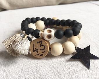 """Bracelet """" ELOISE"""" double perles bois naturel et noires et breloques brige, bois, metal"""