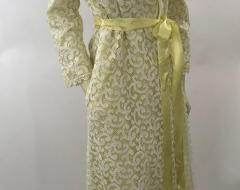 Vintage 1960s Robe Yellow Illusion Lace 60s Dressing Gown/Size M Boutique Loungwear New York/Vintage Midcentury Lace Robe