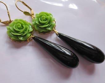 Romantic Art Nouveau earrings green Victorian earrings black green Art Deco jewellery 1920s bridal vintage style long drop earrings