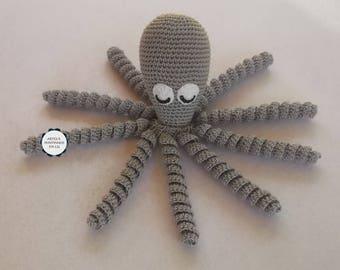 Polvo cinza em crochet