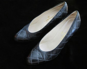 Vintage Chanel Shoes Quilted Quilt Design Leather Soles Black Size 9 1/2 Made in Italy Authentic Heels