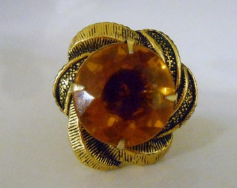 Vintage 1940s Large Round Faceted Topaz and Gold Textured Adjustable Ring