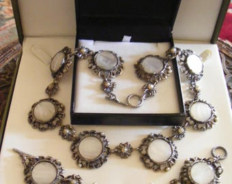 SALE Lovely Vintage Neklace & Bracelet Set