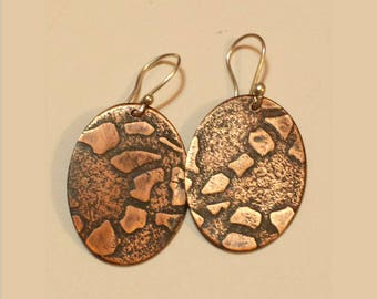 Pebble texture oval earrings made of copper with patina