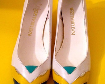 "Vintage Ladies ""Naturalizer"" Heels Pumps - Size 9"
