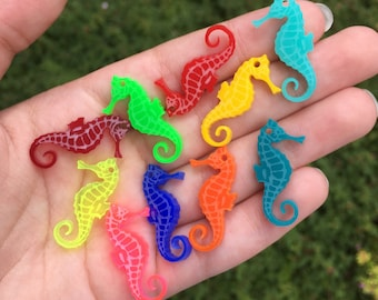 10 SEAHORSE laser cut acrylic charms (30mm)