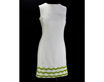 Size 4 Sun Dress - Cute 60s White Dress - Summer 1960s Sleeveless Shift - Pistachio Green Scalloped Hem - Preppie Chic - Bust 34 - 46206