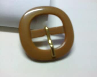 Beige plastic 2.2 cm square buckle * BO63 *.