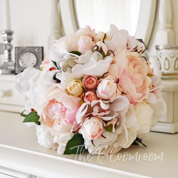 bouquet de pivoine blanche joli bouquet bouquet de roses. Black Bedroom Furniture Sets. Home Design Ideas