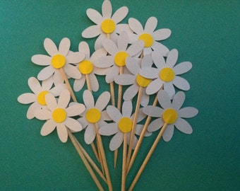 12 White Daisy toppers, flower toppers, daisy flower cupcake toppers