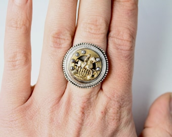 Equestrian Lover Ring Sterling Silver  - Antique button set in Sterling Silver - Ring size 7.5