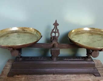 Antique French Scales Cast Iron and Brass plates 10 kg French shop scales/force Antique Balance in original condition