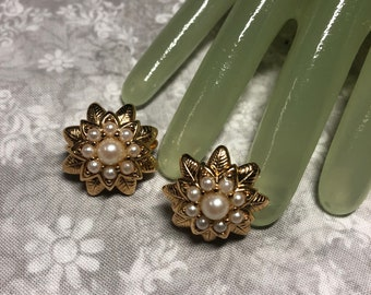 "Vintage 1"" Goldtone Faux Pearl Beaded FLORAL Clip On Earrings"