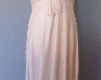 Barbizon 40s Light Pink Nightgown