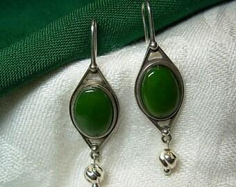 Sterling silver (.925 ) earrings /Jade gemstones.)