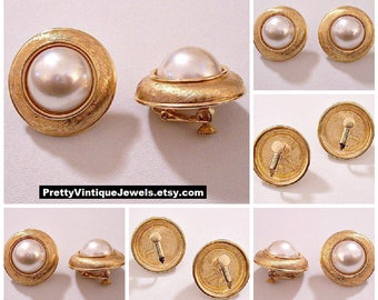 Napier White Pearl Clip On Gold Tone Earrings Vintage Adjustable Screwbacks Swirl Fine Lined Wide Band Raised Rimmed Large Round Domed Beads
