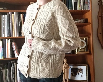 Irish Cable Knit Cardigan | m/l long sleeve button up mid BONNER century 50s 60s cream ivory wool chunky knit sweater