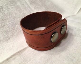 Medium Saddle Tan Leather Wriststrap