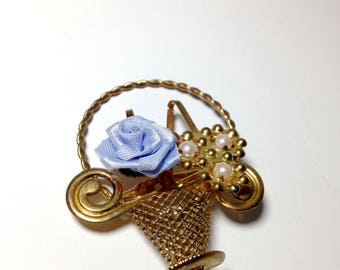 Cute brooch/little basket/vintage brooch/flower/rose