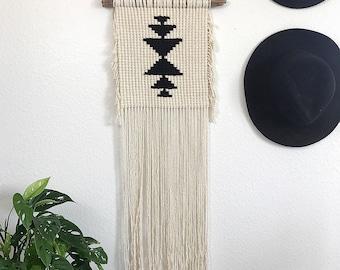 Macrame wall hanging/Macrame/Wall hanging/Wall Decor/Modern Macrame/Weaving/Tapestry/boho wall hanging