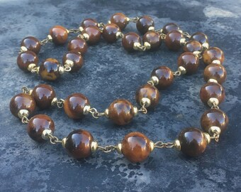 Deco bakelite necklace, marbled burnt caramel and gold tone 1930s beauty