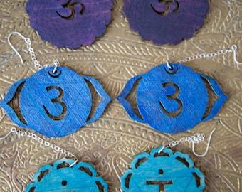 6ème chakra boucles d'oreilles - 3ème oeil - gorge Chakra Yoga boucles d'oreilles bleu - arc en ciel New Age Chakra boucles d'oreilles en Yoga