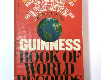 Vintage 1977 Guinness Book Of World Records - Paperpack - Nonfiction