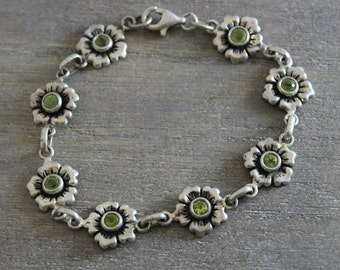 Peridot Flower Bracelet  -Silver Bracelet - Nature Jewelry - Vintage Jewelry - Silver Jewellery - Gifts for Her- Birthday Gift