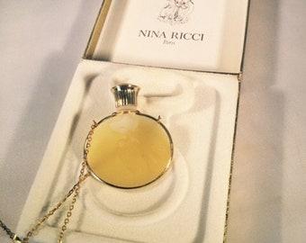 Nina Ricci Pendant bottle and Necklace  L'AIR DU TEMPS parfum 3ml. Rare, Vintage