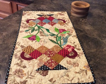 Candy Dish tablerunner