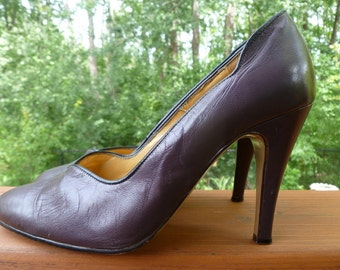 SALE Sassy Aubergine Leather Heels with SCALLOPED Sides Size 6