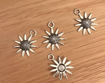 10/20 Antique Silver Tone Tibetan Silver Daisy, Sunflower Pendant Charms 23mm x 19mm