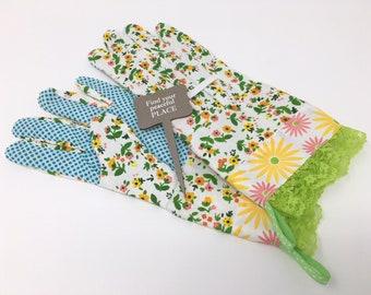 Gardening Gloves for Women. Spring Floral Pattern and Green Lace Ruffle. Gardener Present. Garden Housewarming Gift Under 30 for Her.