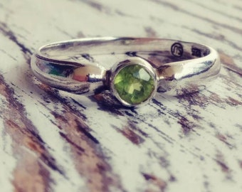 Bezel Set Peridot Ring Vintage Sterling Silver Size 7.75