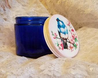 verre bleu cobalt, bleu de cobalt verre noxzema bocal, bleu cobalt vintage bocal en verre, issus de recyclé petit pot, un oiseau blanc cottage rose