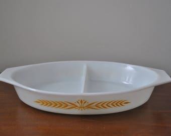 Vintage Pyrex Royal Yellow Wheat Promotional Divided 1 1/2 Qt Dish