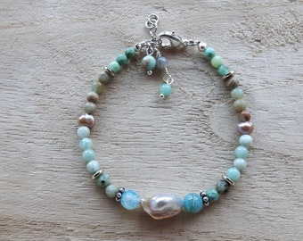 Bracelet of semi precious stone and freshwater pearl