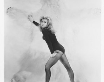 Bewitched Elizabeth Montgomery in Black Tights 8x10 Photo