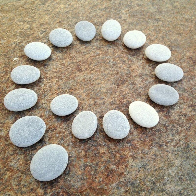 beach pebbles stenen strand platte steentjes plat stapelbare. Black Bedroom Furniture Sets. Home Design Ideas