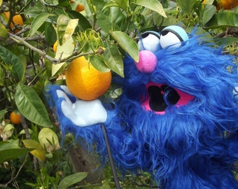 SANDALIO the kind puppet, Enjoyable blue monster puppet wooden rods